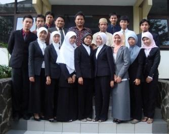 Selepas ujian skripsi (2010) (photo from : Danti)